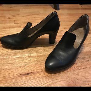 Ecco black leather heels sz 38 - perfect condition
